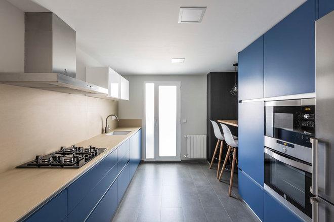 Contemporary Kitchen by 'tamborí arquitectes