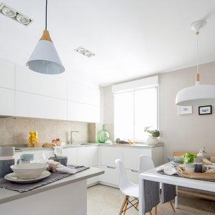 Imagen de cocina comedor en L, nórdica, de tamaño medio, con armarios con paneles lisos, puertas de armario blancas y península