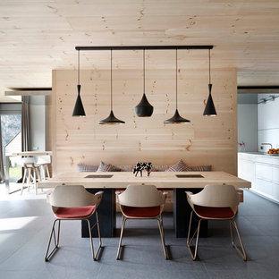 Modelo de comedor escandinavo, de tamaño medio, sin chimenea, con paredes blancas y suelo de baldosas de cerámica