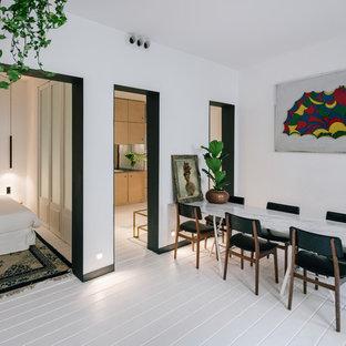 Diseño de comedor contemporáneo, de tamaño medio, cerrado, con paredes blancas, suelo de madera pintada y suelo blanco