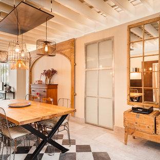 Diseño de comedor ecléctico, grande, abierto, sin chimenea, con paredes beige