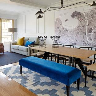 Diseño de comedor contemporáneo, grande, abierto, sin chimenea, con paredes blancas y suelo de madera clara