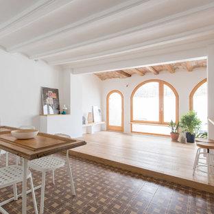 Esempio di una sala da pranzo mediterranea