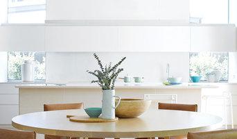 CASA BRUNO cocina con ventilador de techo Airfusion blanco