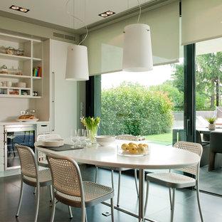 Inspiration pour une salle à manger design fermée et de taille moyenne avec un mur beige, un sol en carrelage de céramique et aucune cheminée.