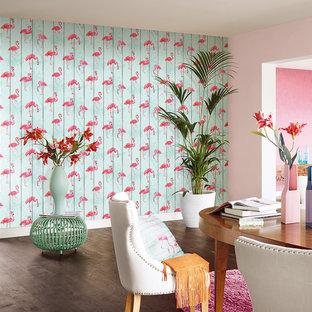 Immagine di una sala da pranzo aperta verso il soggiorno minimalista di medie dimensioni con pareti multicolore