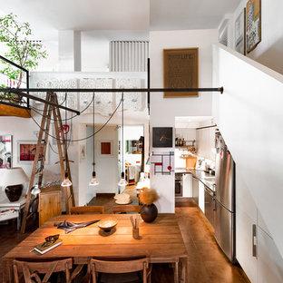 Diseño de comedor contemporáneo, de tamaño medio, con paredes blancas y suelo de baldosas de cerámica