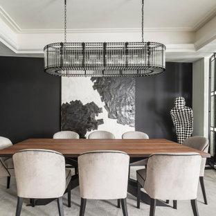 Diseño de comedor contemporáneo con paredes negras y suelo gris