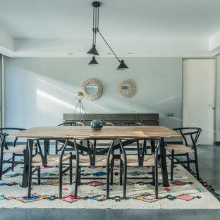 Foto de comedor contemporáneo con paredes grises y suelo gris