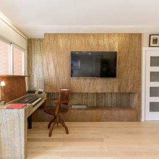 Imagen de comedor exótico, de tamaño medio, cerrado, con paredes grises, suelo de madera clara, chimenea lineal y suelo blanco