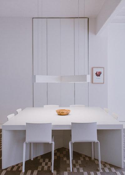 Contemporáneo Comedor by Paula G. Furió