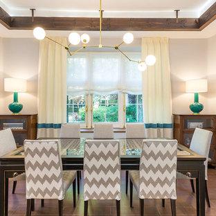 Ejemplo de comedor tradicional renovado, grande, abierto, con paredes grises, suelo de baldosas de cerámica, chimenea tradicional, marco de chimenea de yeso y suelo marrón