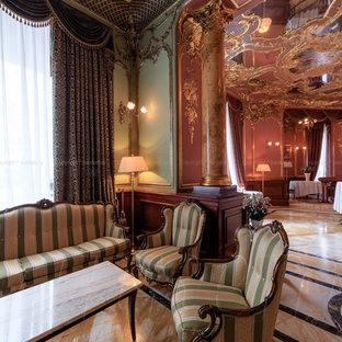Foto di una grande sala da pranzo classica chiusa con pareti rosse, pavimento in marmo e pavimento beige