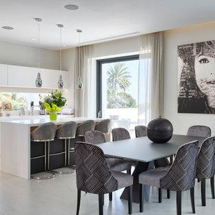 Foto de comedor contemporáneo, grande, abierto, con paredes beige y suelo beige