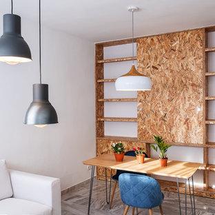 Imagen de comedor industrial, abierto, con paredes blancas y suelo gris