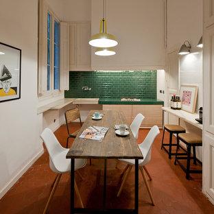 バルセロナの中サイズのエクレクティックスタイルのおしゃれな独立型ダイニング (白い壁、テラコッタタイルの床、暖炉なし) の写真