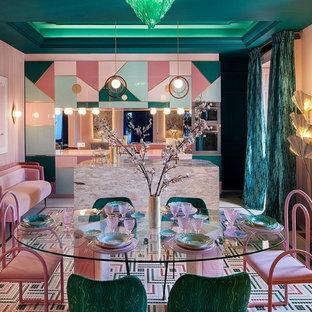 Idéer för mycket stora eklektiska kök med matplatser, med rosa väggar och flerfärgat golv