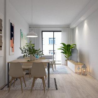 Diseño de comedor nórdico, pequeño, abierto, con paredes blancas y suelo de madera en tonos medios
