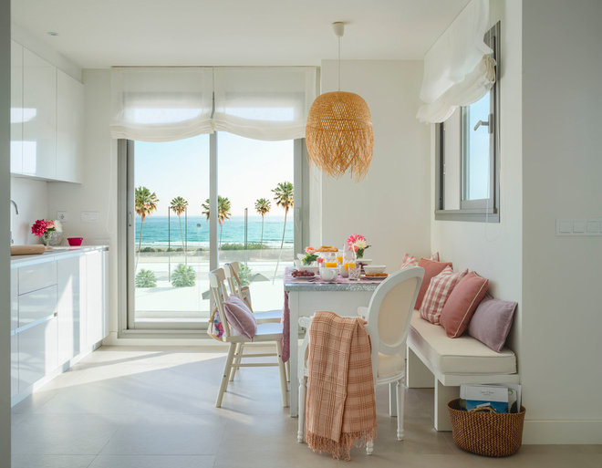 Beach Style Dining Room by Masfotogenica Interiorismo