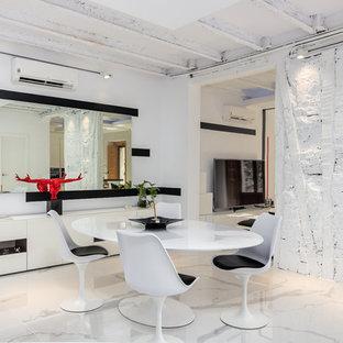 Imagen de comedor contemporáneo con paredes blancas y suelo blanco