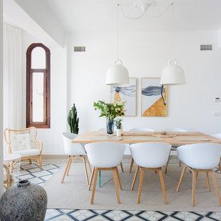Foto de comedor nórdico con paredes blancas