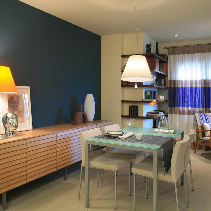Un apartamento en Denia para una mujer soltera, actual, femenino y muy practico.