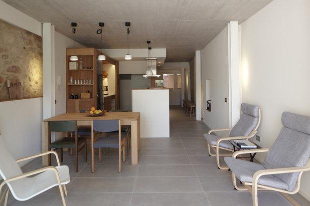 Casas houzz una vivienda entre medianeras de solo 4 for Fachadas de casas modernas entre medianeras