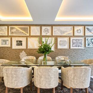 Foto de comedor contemporáneo, grande, abierto, con paredes multicolor y suelo blanco