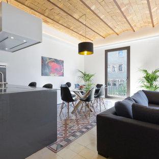 Imagen de comedor contemporáneo, de tamaño medio, abierto, sin chimenea, con paredes blancas y suelo de baldosas de cerámica