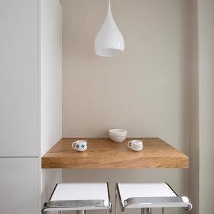 Foto de comedor moderno, pequeño, cerrado, con suelo blanco