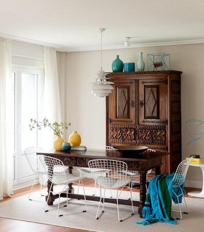 Beach Style Dining Room by NATALIA ZUBIZARRETA INTERIORISMO