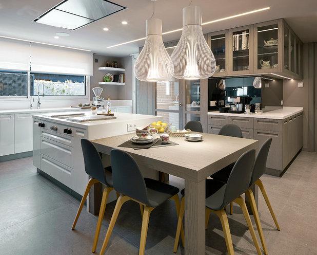 Cocina de la semana lujo y estilo en un espacio con bodega for Islas para cocina comedor