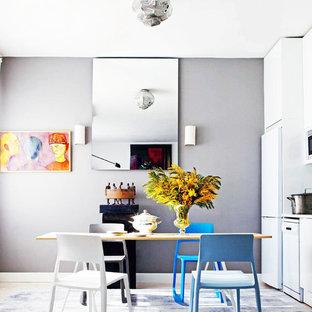 Diseño de comedor de cocina bohemio, de tamaño medio, sin chimenea, con paredes grises