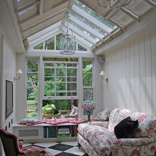 Exempel på ett klassiskt uterum, med glastak och flerfärgat golv