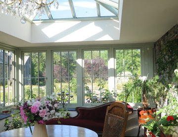 Freestanding Orangery in Pretty Garden