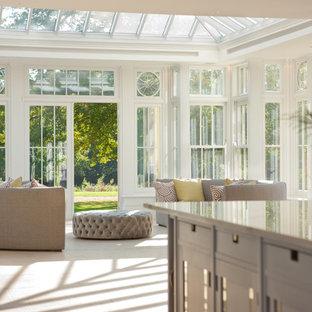 Inspiration för stora moderna uterum, med glastak