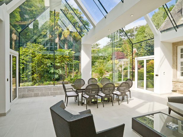 Contemporary Conservatory by The Bazeley Partnership