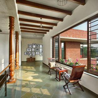 Modelo de recibidores y pasillos exóticos, de tamaño medio, con paredes blancas y suelo gris
