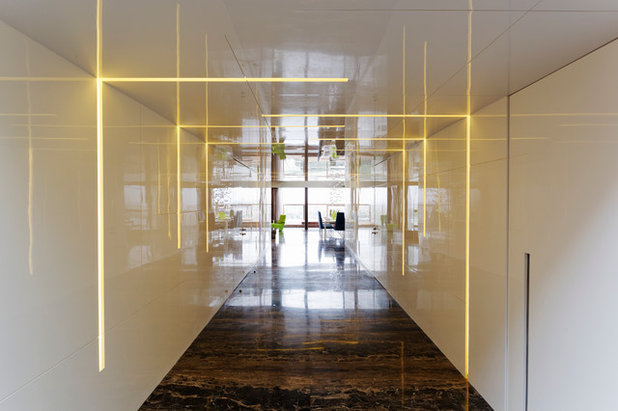 Contemporary Corridor by Fulcrum Studio