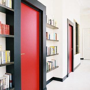 Diseño de recibidores y pasillos actuales, grandes, con paredes blancas