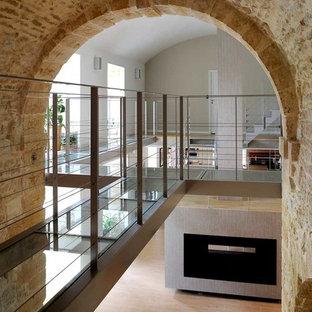 Idée de décoration pour un très grand couloir bohème.
