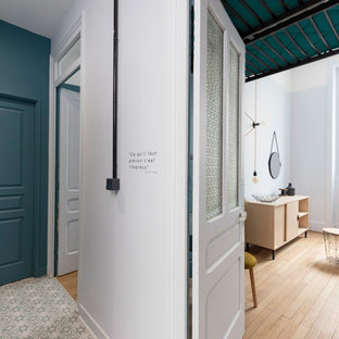 Photo of a midcentury hallway in Lyon.