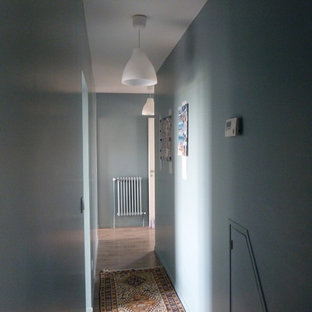 Small beach style hallway in Bordeaux with blue walls, vinyl floors and grey floor.