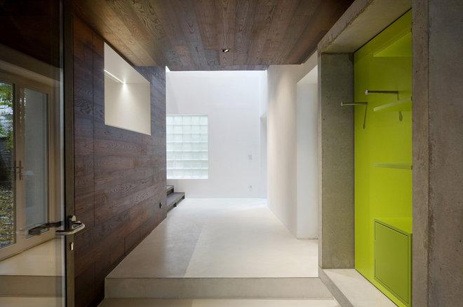 Modern Hall by Moussafir Architectes