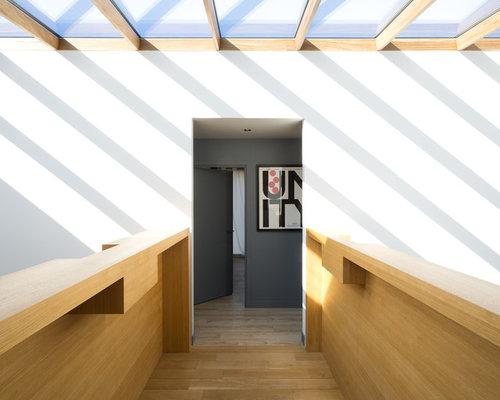 Photos et id es d co de couloirs avec un sol en bois clair for Couloir contemporain