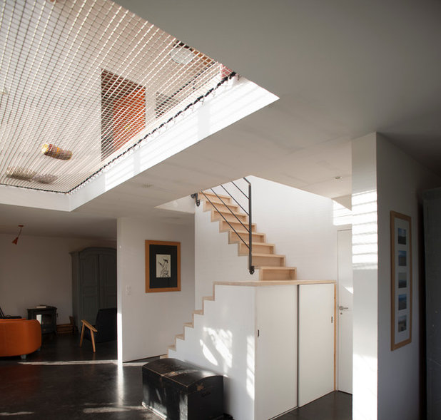 8 Elegant Ideas For A Stairway Wall