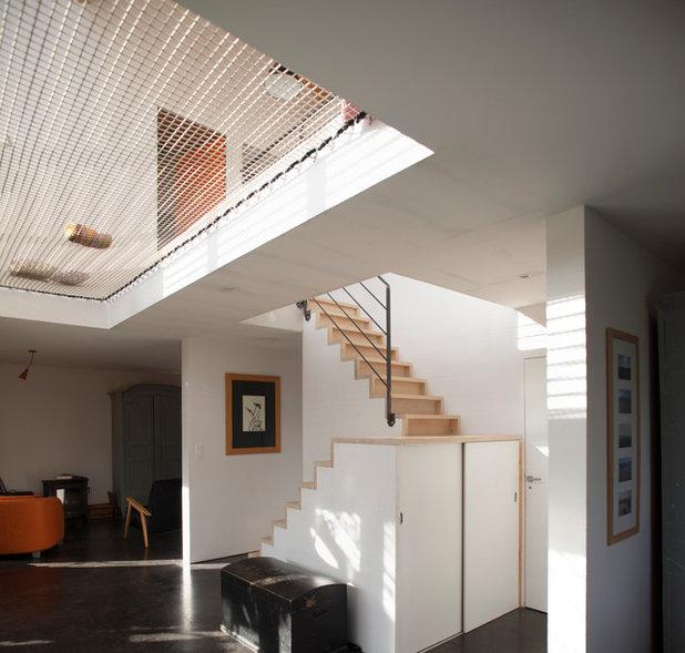 Contemporáneo Recibidor y pasillo by POLY RYTHMIC ARCHITECTURE