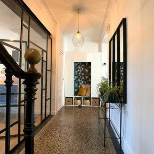 Foto på en eklektisk hall, med terrazzogolv
