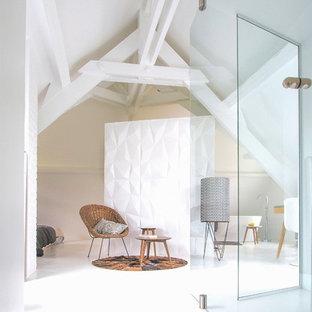 Aménagement d'un couloir scandinave de taille moyenne avec un mur blanc.
