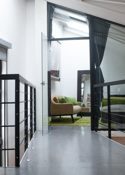 Moderne Couloir by Jours & Nuits
